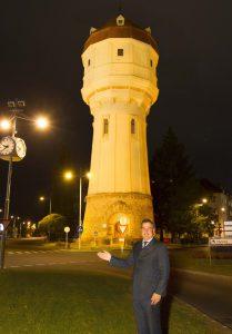 Wasserturm beleuchtet c